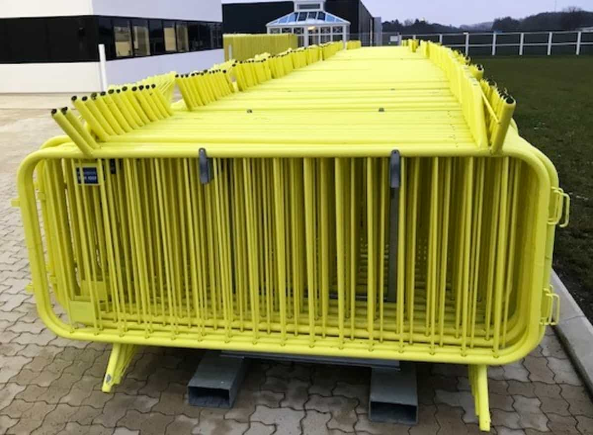 Line-up gates